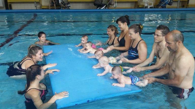 לימודי שחייה לתינוקות